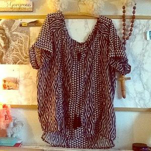 Tops - Black and white tribal print tunic